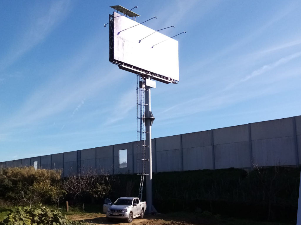Stand-Alone Outdoor Panel + Led Light. Alverca, Portugal